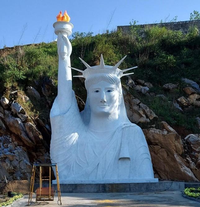 """Tượng Nữ thần Tự do """"fake"""" ở Sa Pa bị dân mạng chê tơi tả, chính quyền vào cuộc kiểm tra ảnh 2"""
