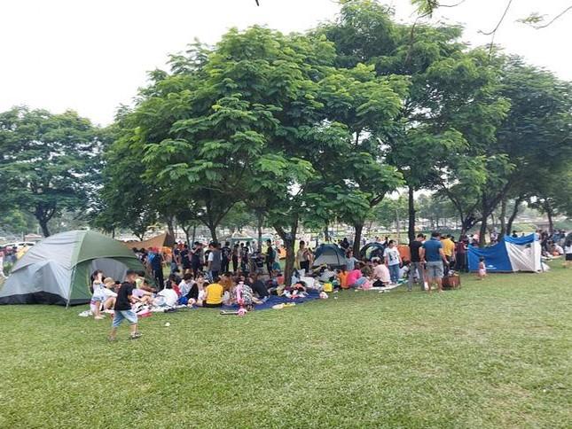Hà Nội: Ngán ngẩm cảnh công viên Yên Sở ngập trong rác thải sau ngày nghỉ lễ ảnh 1