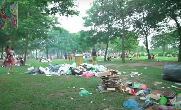 Hà Nội: Ngán ngẩm cảnh công viên Yên Sở ngập trong rác thải sau ngày nghỉ lễ ảnh 4