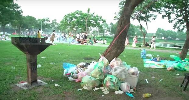 Hà Nội: Ngán ngẩm cảnh công viên Yên Sở ngập trong rác thải sau ngày nghỉ lễ ảnh 7