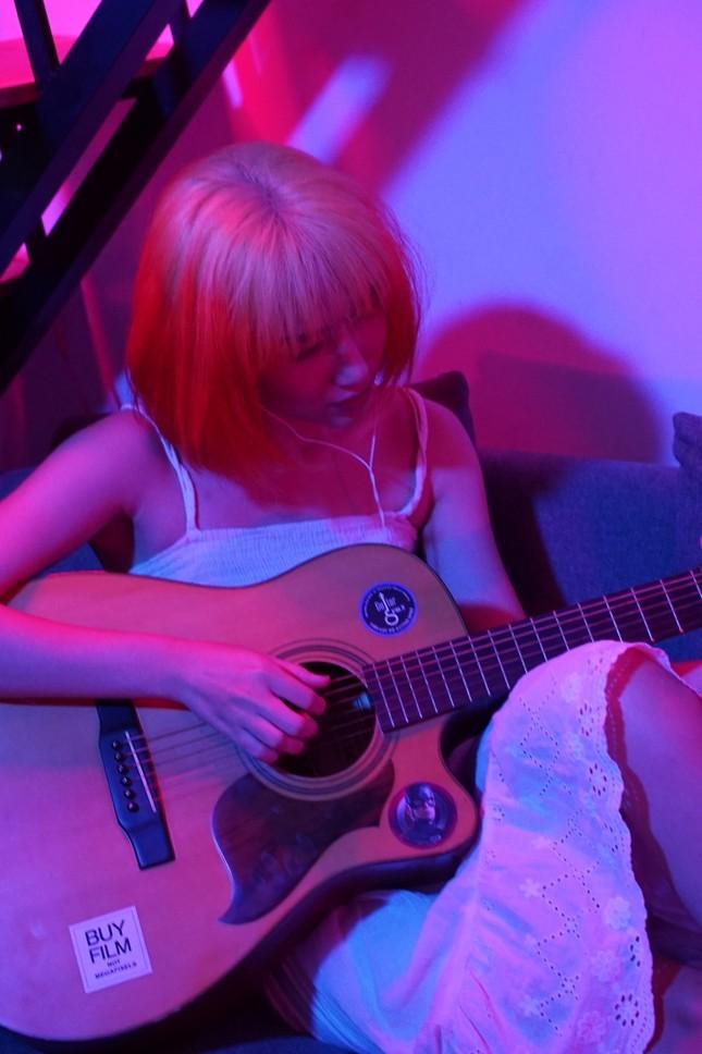 """PAY: Cô nàng Kim Ngưu """"trói tim"""" bằng chất giọng ma mị và phong cách hát """"siêu ngầu"""" ảnh 1"""