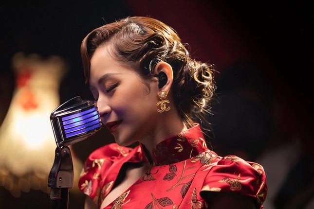 """Sao Việt 24H: Chi Pu """"tung thính"""", H'Hen Niê và Hoàng Yến Chibi đọ sắc trong bộ ảnh mới ảnh 7"""