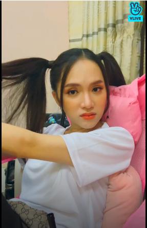 """Hương Giang livestream để """"mukbang"""", fan """"lầy lội"""" chỉ hỏi về 7 hằng đẳng thức đáng nhớ ảnh 3"""