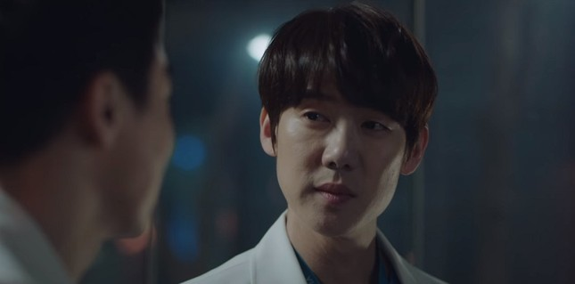 """""""Hospital Playlist"""" tập 10: Ngày hội tỏ tình, """"gắt"""" nhất vẫn là thuyền Song Hwa - Ik Jun ảnh 8"""