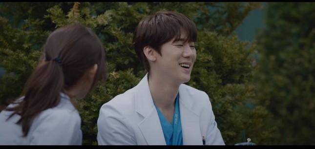 """""""Hospital Playlist"""" tập 11: Cuối cùng Ik Jun cũng trực tiếp thổ lộ thích Song Hwa rồi ảnh 8"""