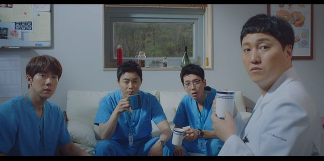 """""""Hospital Playlist"""" tập 11: Cuối cùng Ik Jun cũng trực tiếp thổ lộ thích Song Hwa rồi ảnh 11"""