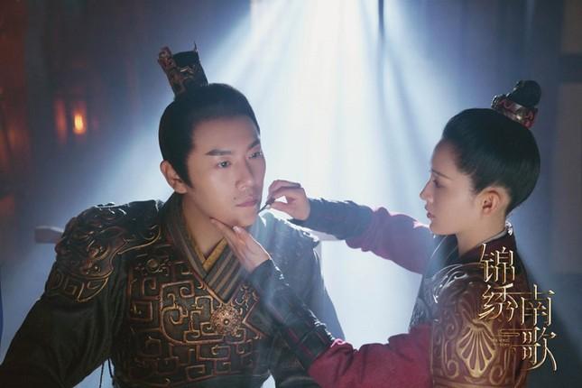 """Lý Thấm đẹp """"không góc chết'', sánh vai cùng Tần Hạo trong ''Cẩm Tú Nam Ca''  ảnh 3"""