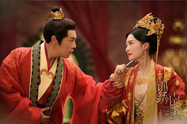 """Lý Thấm đẹp """"không góc chết'', sánh vai cùng Tần Hạo trong ''Cẩm Tú Nam Ca''  ảnh 2"""