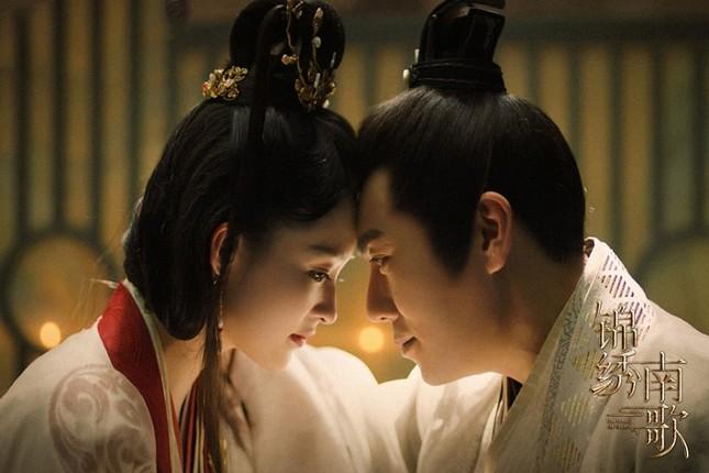 """Lý Thấm đẹp """"không góc chết'', sánh vai cùng Tần Hạo trong ''Cẩm Tú Nam Ca''  ảnh 1"""
