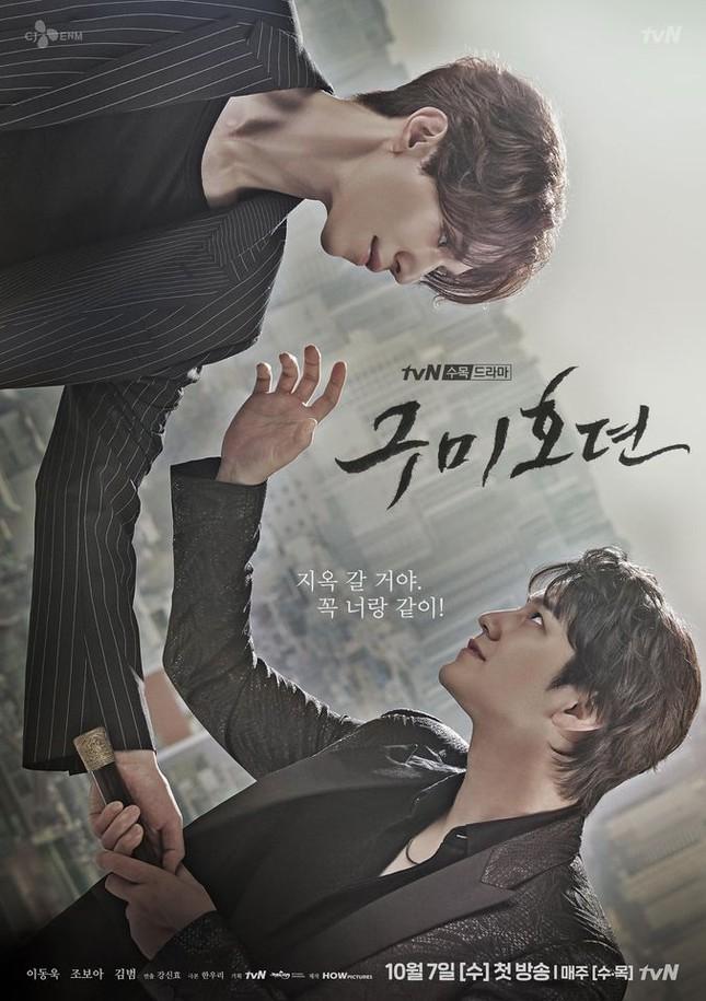 """Những """"bảo bối"""" ăn tiền, giúp fan nhớ ngay những vai diễn của Lee Dong Wook ảnh 5"""