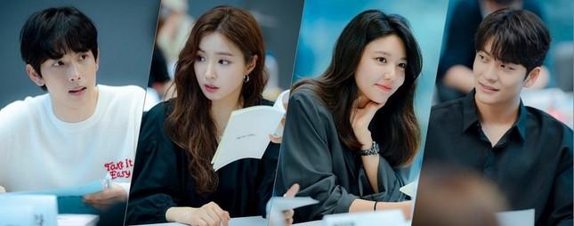 """Soo Young (SNSD) hóa CEO quyền lực, theo đuổi trai trẻ Kang Tae Oh trong phim mới """"Run On"""" ảnh 2"""