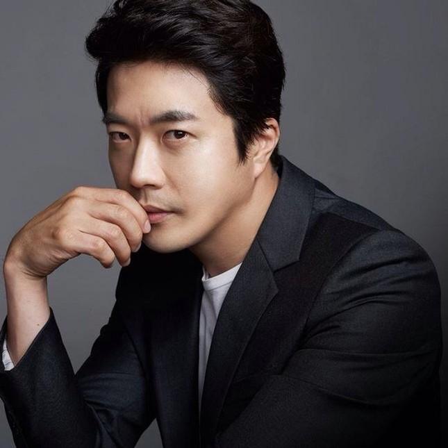 """Kwon Sang Woo gặp chấn thương nghiêm trọng, phải dừng lịch trình ghi hình """"Hải Tặc"""" phần 2 ảnh 1"""