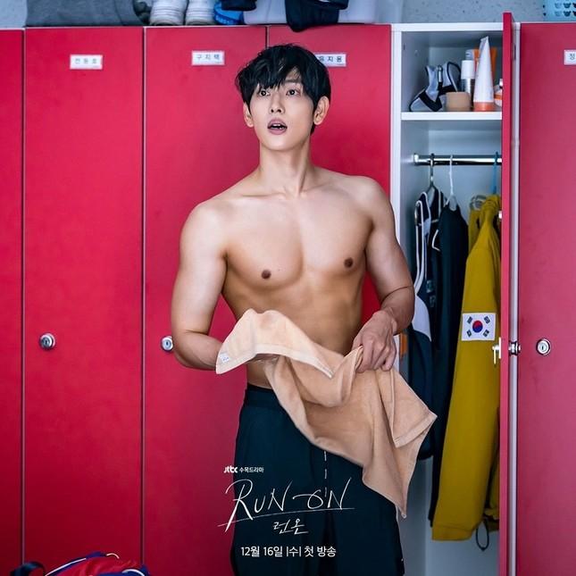 """Phim mới Im Si Wan không chỉ có nhan sắc mà ngay cả """"body"""" cũng không phải dạng vừa ảnh 3"""