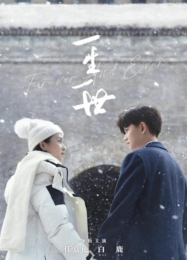 Phim của Nhậm Gia Luân, Bạch Lộc tung poster nam nữ chính lãng mạn giữa tuyết trắng ảnh 3