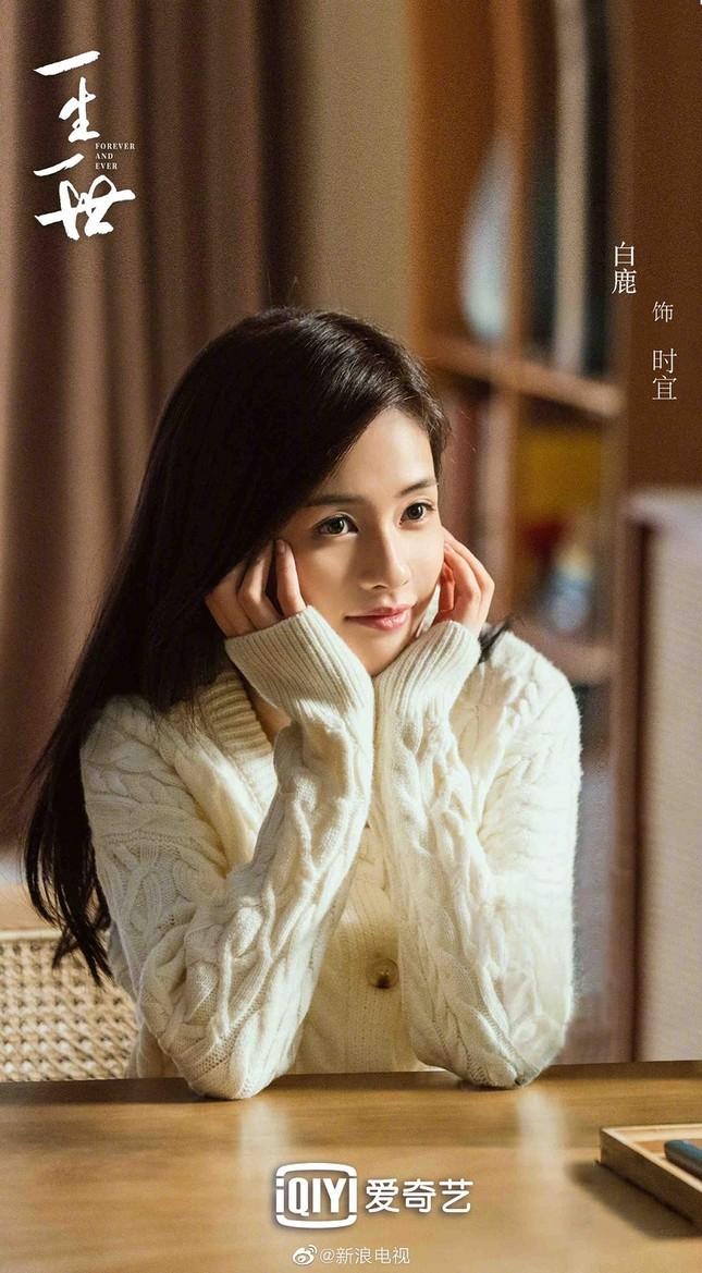 Phim của Nhậm Gia Luân, Bạch Lộc tung poster nam nữ chính lãng mạn giữa tuyết trắng ảnh 2