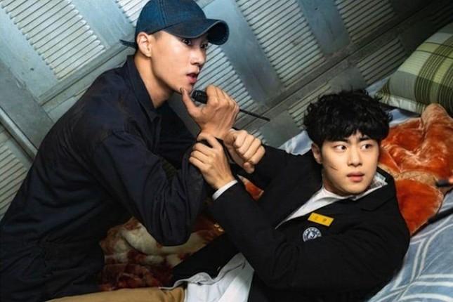 """Top 4 phim đang hot rần rần xứ Kim chi: """"Cuộc Chiến Thượng Lưu"""" được nhắc đầu tiên ảnh 8"""