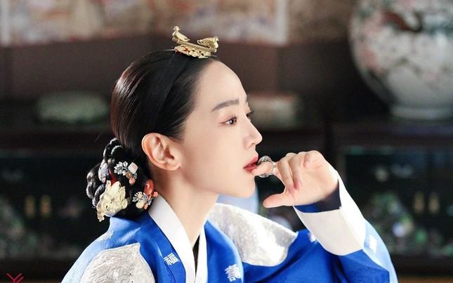 """Top 4 phim đang hot rần rần xứ Kim chi: """"Cuộc Chiến Thượng Lưu"""" được nhắc đầu tiên ảnh 4"""