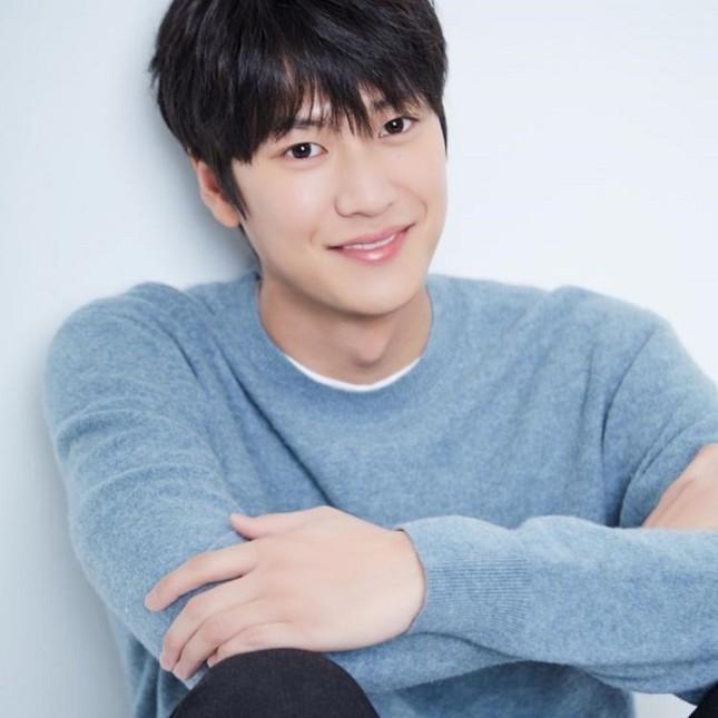 """""""Sông Đón Trăng Lên"""": Ji Soo ngừng ghi hình vì bê bối, Kim So Hyun sẽ sánh đôi tình mới? ảnh 2"""
