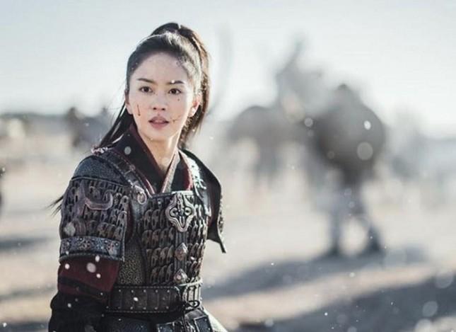 """""""Sông Đón Trăng Lên"""": Ji Soo ngừng ghi hình vì bê bối, Kim So Hyun sẽ sánh đôi tình mới? ảnh 3"""