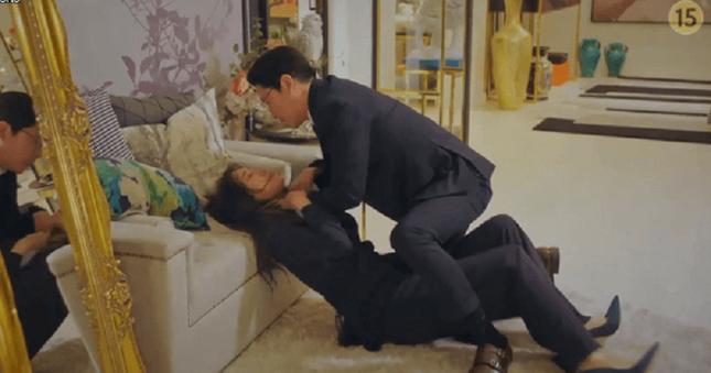 """""""Cuộc Chiến Thượng Lưu 2"""" liên tiếp bứt phá rating nhờ sự trở lại của bà cả Lee Ji Ah ảnh 2"""
