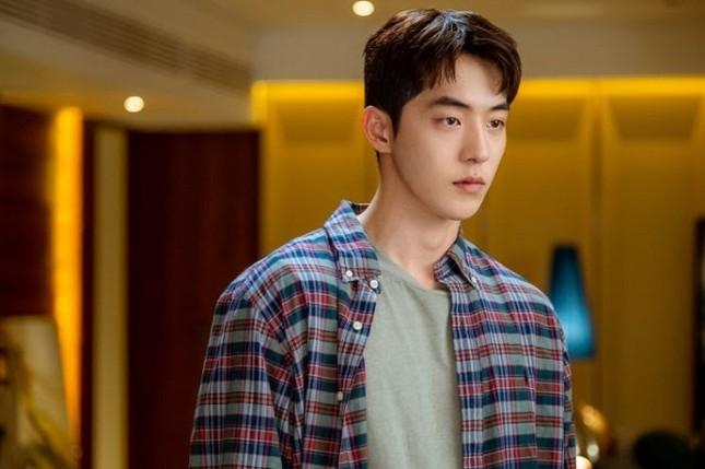 """Nam Joo Hyuk """"nằm không cũng dính đạn"""" giữa scandal bạo lực học đường của Ji Soo ảnh 1"""