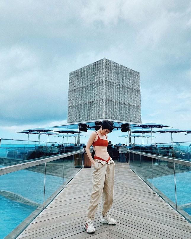 """Mỹ nhân Việt thi nhau diện bikini, khoe dáng """"đồng hồ cát"""" siêu chuẩn  ảnh 3"""