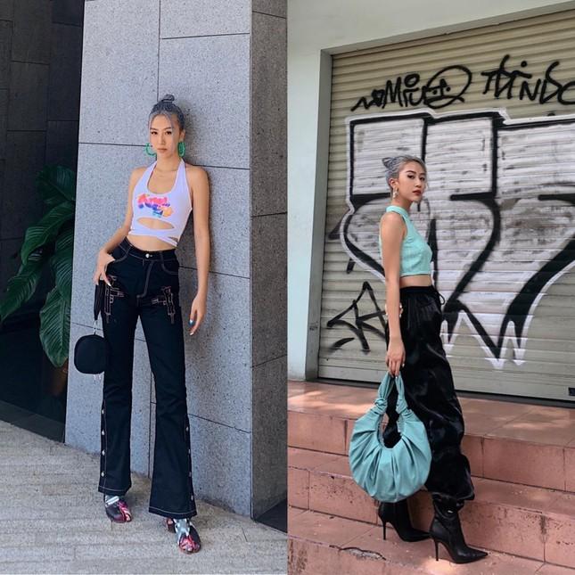 Chọn crop-top khoe eo thon như Ngọc Trinh hay váy jeans năng động giống Hoàng Thùy? ảnh 3