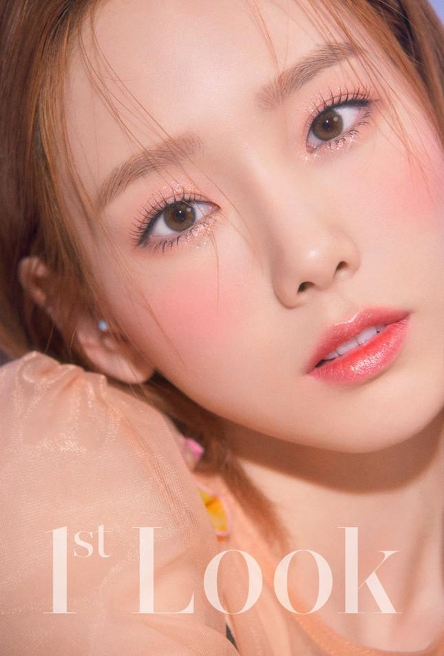 Taeyeon xinh như thiên thần trên bìa tạp chí 1st Look, nghẹn ngào mỗi khi nhắc đến fan ảnh 2