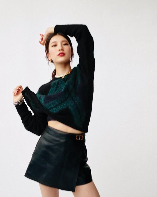 """Suzy xinh đẹp sang trọng """"không có đối thủ"""" trên bìa tạp chí VOGUE Hàn tháng 6 ảnh 9"""