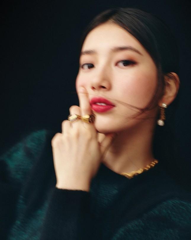 """Suzy xinh đẹp sang trọng """"không có đối thủ"""" trên bìa tạp chí VOGUE Hàn tháng 6 ảnh 8"""