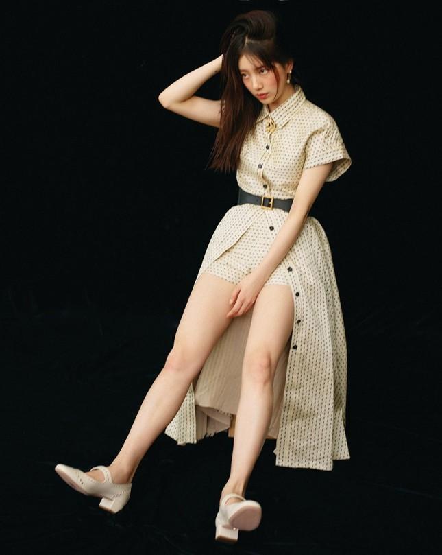 """Suzy xinh đẹp sang trọng """"không có đối thủ"""" trên bìa tạp chí VOGUE Hàn tháng 6 ảnh 4"""
