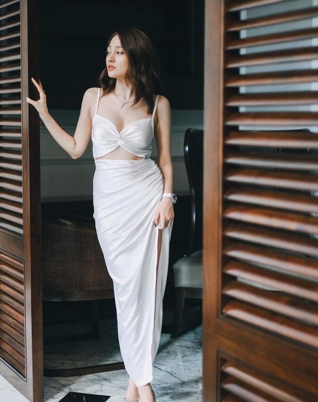 Thời trang sao Việt tuần qua: Trang phục sắc trắng lên ngôi, làm dịu những ngày oi nóng ảnh 8