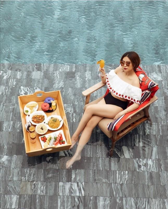 Thời trang sao Việt tuần qua: Trang phục sắc trắng lên ngôi, làm dịu những ngày oi nóng ảnh 5