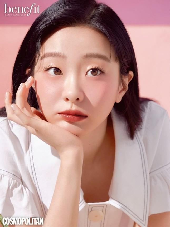 """Bạn có nhận ra cô gái xinh đẹp dịu dàng này là """"điên nữ"""" Kim Da Mi của Itaewon Class? ảnh 3"""