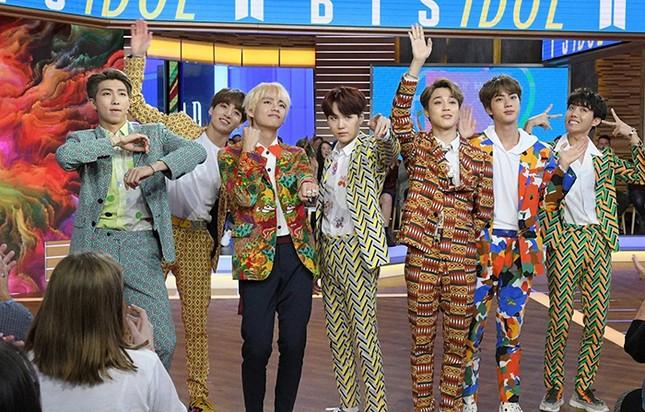 """Ngoài BTS ra, chắc không ai dám mặc những trang phục """"kì dị"""" này đâu nhỉ! ảnh 6"""