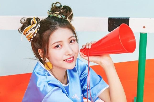 """Xinh xắn, trẻ trung lại """"bao"""" mát, bảo sao các nữ idol thích buộc tóc kiểu """"bé gái"""" ảnh 2"""