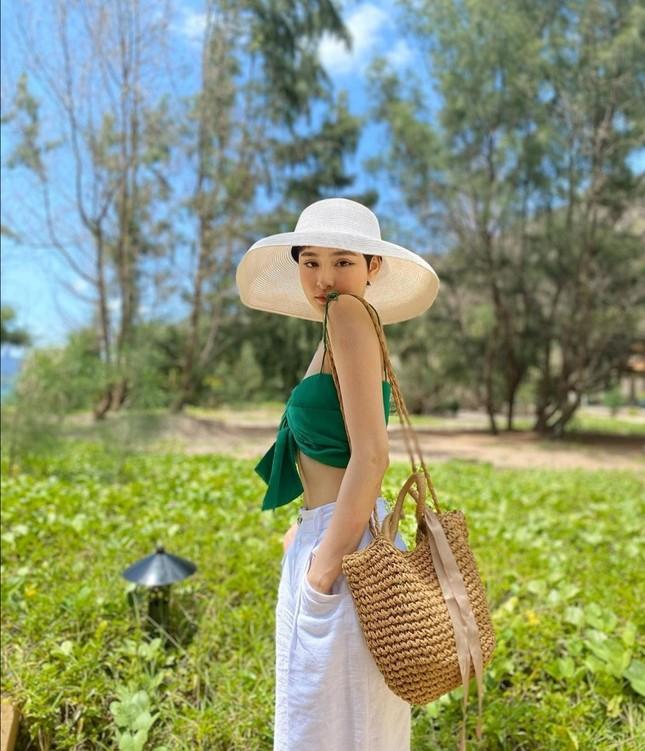"""Cuộc đua """"tam mã"""" ở làng thời trang Việt: Team đi biển, team xuống phố và team dự prom ảnh 2"""