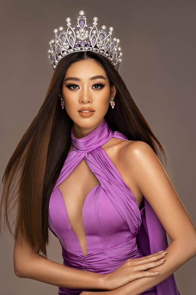 Hoa hậu Khánh Vân khoe thần thái sang trọng, sẵn sàng cho sàn đấu Miss Universe 2020 ảnh 4