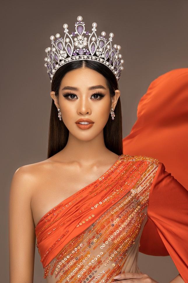 Hoa hậu Khánh Vân khoe thần thái sang trọng, sẵn sàng cho sàn đấu Miss Universe 2020 ảnh 1