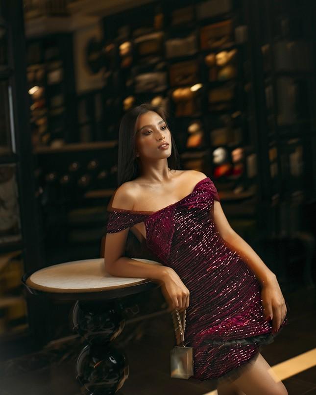 Ngắm Hoa hậu Tiểu Vy đẹp xuất thần trong bộ sưu tập mới của NTK Lê Thanh Hòa ảnh 5