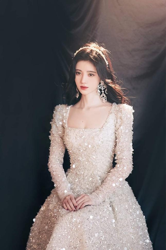 Cúc Tịnh Y xinh đẹp như công chúa trên thảm đỏ giữa ồn ào phẫu thuật thẩm mỹ  ảnh 6