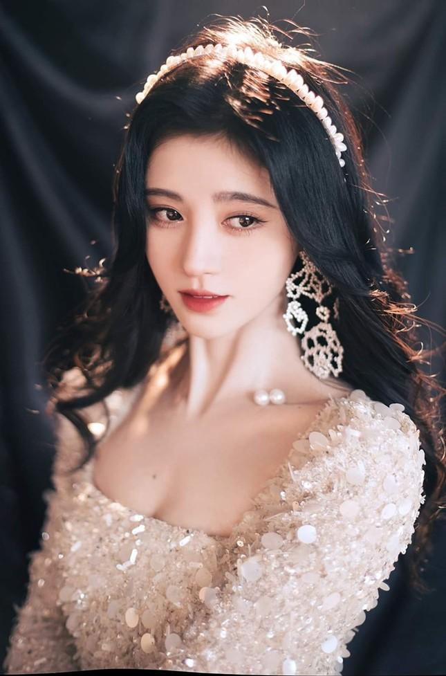 Cúc Tịnh Y xinh đẹp như công chúa trên thảm đỏ giữa ồn ào phẫu thuật thẩm mỹ  ảnh 7