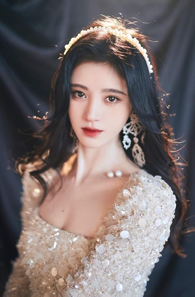 Cúc Tịnh Y xinh đẹp như công chúa trên thảm đỏ giữa ồn ào phẫu thuật thẩm mỹ  ảnh 4