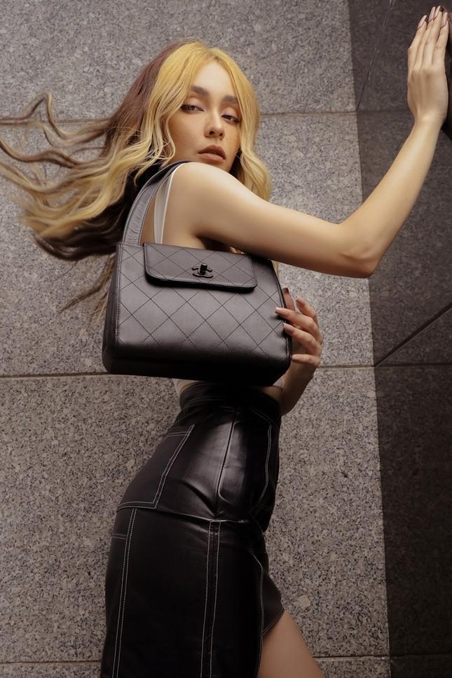 """Dân sành đồ hiệu mới biết giá trị chiếc túi thập niên 90 """"hiếm có khó tìm"""" này của MLee ảnh 2"""