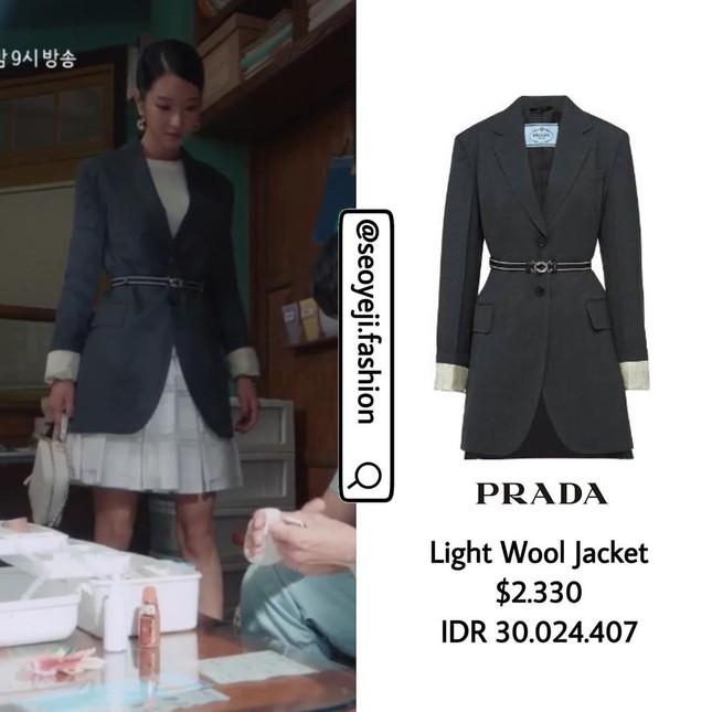 """Bóc giá loạt trang phục siêu xa xỉ của Seo Ye Ji trong tập 11 - 12 """"Điên Thì Có Sao"""" ảnh 15"""
