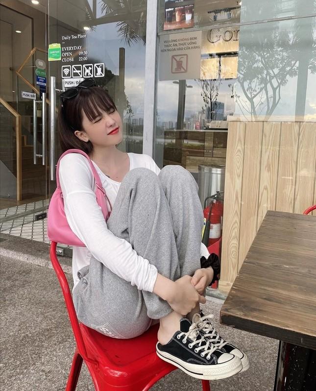 """Linh Ngọc Đàm, Chi Pu, Diệu Nhi mix đồ với sneaker, """"không có chất nhất, chỉ có chất hơn"""" ảnh 5"""