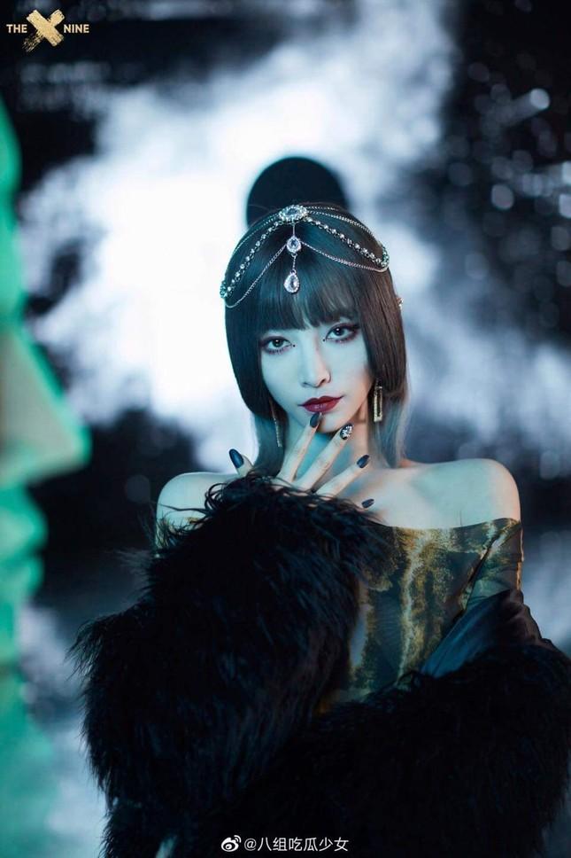 """Kể cả không biết THE9 là ai bạn cũng sẽ bất ngờ với tạo hình của nhóm trong MV """"SPHINX"""" ảnh 8"""