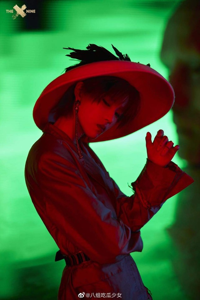 """Kể cả không biết THE9 là ai bạn cũng sẽ bất ngờ với tạo hình của nhóm trong MV """"SPHINX"""" ảnh 2"""