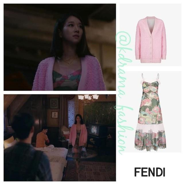 """10 bộ váy đắt giá nhất được Seo Ye Ji mặc trong """"Điên Thì Có Sao"""" khiến fan mê đắm ảnh 3"""