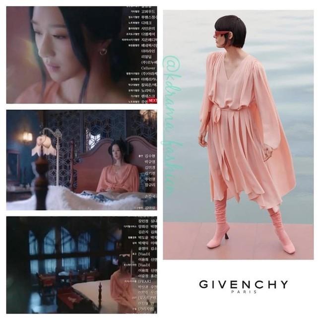 """10 bộ váy đắt giá nhất được Seo Ye Ji mặc trong """"Điên Thì Có Sao"""" khiến fan mê đắm ảnh 2"""